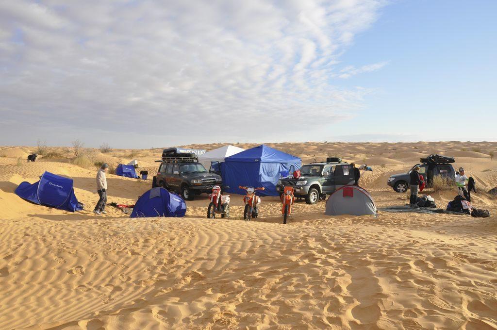 Campo nel grande Erg Tunisia