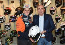 Sanz e Panacci AD Nolan e il casco con la firma delle dipendenti, credits@sergionessi