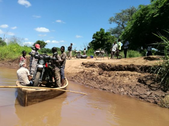 Malawi crossing river to Mozambique